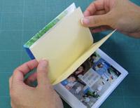 見返し用紙の反対側のテープもはがして貼れば、できあがりです!!